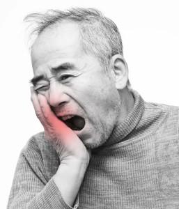 歯が痛い男性